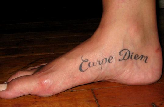 carpe diem tattoos. Tatouage Carpe Diem.